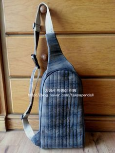 Monostrap Backpack, One strap backpack. DIY step-by-step tutorial. Рюкзак с… One Strap Backpack, Denim Backpack, Denim Bag, Backpack Bags, Diy Bags Purses, Backpack Pattern, Bag Patterns To Sew, Patchwork Patterns, Craft Bags