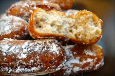 Banana akaras are traditional banana fritters from Sierra Leone. They are great snacks for both kids and adults! Sierra Leone Food, Banana Fritters, Around The World Food, West African Food, Nigerian Food, Exotic Food, International Recipes, Yummy Food, Favorite Recipes