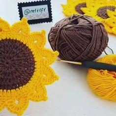 Crochet Coaster Pattern, Crochet Bunny Pattern, Crochet Flower Patterns, Crochet Designs, Crochet Flowers, Crochet Bag Tutorials, Crochet Videos, Crochet Projects, Knitting Yarn Diy