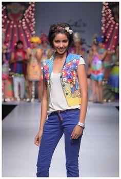 """Designer Nida Mahmood, Wills India Fashion Week Spring Summer 2012, India Fashion Week, pictures by fashionfellow"