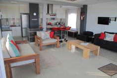 1 Telena, 3 bedroom ground floor beachfront apartment in Umdloti, sleeps 3 bedrooms, full DSTV, fully equipped kitchen. Kwazulu Natal, North Coast, Jacuzzi, Ground Floor, Apartments, Sleep, Flooring, Bathroom, Luxury