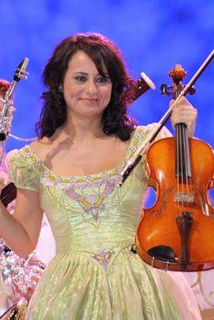 Znalezione obrazy dla zapytania Sandra Lopez (Viola) Johann Strauss Orchestra, Violin, Music Instruments, Music, Musical Instruments