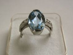 Stříbrný prsten s akvamarinem