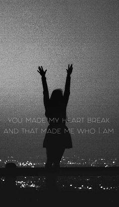 """Playlist Novembre 2016 """"Shout out to my ex""""- Little Mix Traduction Française:""""Tu m'as brisé le cœur Et c'est ce qui a fait de moi celle que je suis"""""""