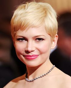 Textured layers keep #MichelleWilliams's short pixie from looking flat! http://www.instyle.com/instyle/package/general/photos/0,,20574105_20576503_21130329,00.html