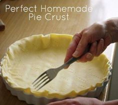 Homemade Pie Crust Recipe - easy recipe for holiday desserts Köstliche Desserts, Delicious Desserts, Yummy Food, Homemade Pie Crusts, Pie Dessert, Holiday Recipes, Holiday Desserts, Holiday Pies, Desert Recipes