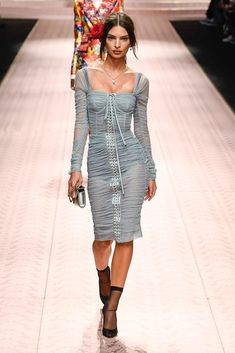 Dolce & Gabbana Spring 2019 Ready-to-Wear Fashion Show Collection: See the complete Dolce & Gabbana Spring 2019 Ready-to-Wear collection. Look 17 ✫♦๏༺✿༻☘‿FR Jul ‿❀🎄✫🍃🌹🍃🔷️❁`✿~⊱✿ღ~❥༺✿༻🌺♛༺ ♡⊰~♥⛩⚘☮️❋ Fashion Week, Look Fashion, Paris Fashion, Runway Fashion, Spring Fashion, High Fashion, Fashion Outfits, Fashion Design, Fashion Trends