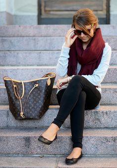 Marianna Mäkelä : Acne Canada scarf in Wine, grey knit sweater, black skinny pants, black flats & Louis Vuitton Neverfull bag