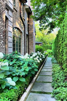 26 Perfect Side Yard Garden Design Ideas And Remodel. If you are looking for Side Yard Garden Design Ideas And Remodel, You come to the right place. Here are the Side Yard Garden Design Ideas And Rem. Side Yard Landscaping, Home Landscaping, House Landscape, Landscape Design, Landscape Materials, Formal Gardens, Outdoor Gardens, Lawn And Garden, Garden Paths