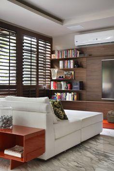 Estante Jader Almeida (Arquivo Contemporâneo) Apartamento SWS (Leblon, RJ)…