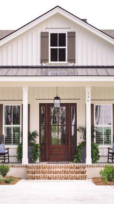 House Exterior Color Schemes, Exterior Paint Colors For House, Exterior Colors, Exterior Design, Outside House Colors, Farm House Colors, Cottage Exterior, Modern Farmhouse Exterior, Farmhouse Homes