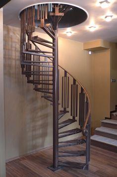 Отлично экономит место и при этом украшает холл винтовая лестница / spiral staircase в #тренажерный_зал! Нужен специалист? Контакты: http://www.metal-made.ru/contacts/