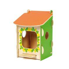 Mangeoire à oiseau Oxybul 14€ http://www.eveiletjeux.com/mangeoire-a-oiseau/produit/311102 Cette jolie cabane à oiseaux à construire soi-même s'accroche à une branche d'arbre ou sur le coin d'une fenêtre. L'enfant peut y ajouter une boule de nourriture et la remplir de graines. Peu à peu, les oiseaux se familiarisent avec leur nouvelle maison et viennent y manger. L'enfant peut les observer facilement. Il apprend ainsi à respecter les animaux, et à s'occuper d'eux.