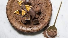 This is a darkly rich and deeply chocolatey tart, sweet, smooth and pretty indulgent – decadent, some may say. And although this is pretty intense, the subtly bitter and brooding dark chocolate notes balance the sweetness nicely.