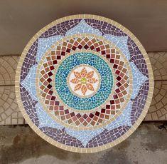 Mandala de mosaico linda e colorida, para mesa – maio/2016 – Além da Rua Atelier