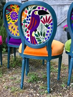 Eclectic Boho Dining Chairs - Chairs - Before and After Funky Painted Furniture, Painted Chairs, Repurposed Furniture, Painting Furniture, Diy Painting, Painted Tables, Decoupage Furniture, Antique Furniture, Poltrona Bergere