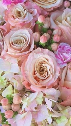 Beautiful Flowers Garden, Love Flowers, Spring Flowers, Wedding Flowers, Where To Buy Flowers, Cake Designs, Pink Purple, Floral Arrangements, Camo
