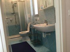 Badezimmer mit Fenster Sink, Home Decor, Green Landscape, Windows, Bathroom, Bathing, Homemade Home Decor, Vessel Sink, Sink Tops