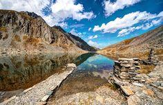 Nicht nur im Sommer ein beliebtes Ausflugsziel, sondern auch im Herbst: der Hundstalsee. Innsbruck, Oceans Of The World, Berg, All Pictures, Mountains, Fall, Nature, Travel, Beautiful