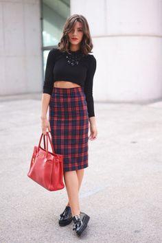 Falda tartan azul y rojo cintura alta midi Zara otono 2013 crop top negro
