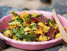 Unser beliebtes Rezept für Gerösteter Gemüsesalat und mehr als 55.000 weitere kostenlose Rezepte auf LECKER.de.