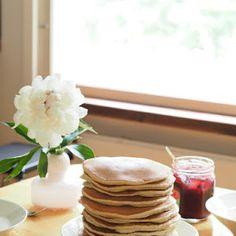 Sisustamista ja remontointia pienessä vihreässä rintamamiestalossa. Pancakes, Breakfast, Diy, Food, Morning Coffee, Bricolage, Essen, Pancake, Do It Yourself