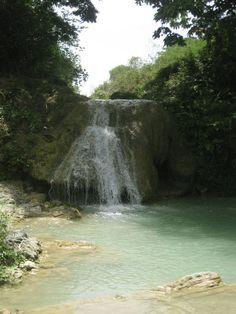 La Higuera, salto de agua con cueva, El Seibo, R.D.
