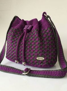 A unique design gallery with 103 crochet bag photos. Stylish and useful women's bags can inspire you. 103 The Best of Trend Crochet Bag Patterns ideas Models Here image crochet bag ; Crochet Backpack, Crochet Tote, Crochet Market Bag, Crochet Handbags, Crochet Purses, Free Crochet, Crochet Bag Tutorials, Crochet Purse Patterns, Crochet Stitches