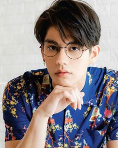 Handsome Faces, Handsome Boys, Meaning Of Perfect, Bright Wallpaper, Ideal Boyfriend, Chinese American, Bright Pictures, Handsome Prince, Celebs