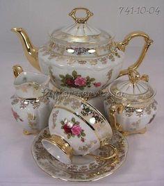 Sada na čaj • zlacený porcelán s malovanými růžičkami