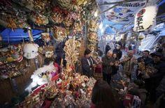 Japón celebra el  Festival Tori-no-Ichi. Visite nuestra página y sea parte de nuestra conversación: http://www.namnewsnetwork.org/v3/spanish/index.php  #nnn #bernama #malasia #malaysia #japon #japan #kumade #tokio #tokyo #asia #cultura #culture #festival #tradicion #tradition #news #noticias
