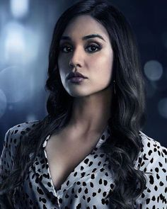 """The Magicians Summer Bishil as """"Margo Hanson"""" The Magicians Margo, The Magicians Syfy, Birthday Hairstyles, Teen Hairstyles, Summer Bishil, Celebs, Celebrities, Pretty People, Pop Culture"""