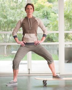 #skatertrainer supports sports and homeschooling, and a healthy lifestyle .. 4 reformer moves on a skateboard