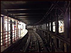 tracks NYC subway Bahnsteiginstagram