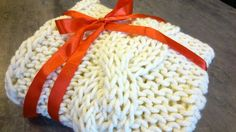 Perfect knitted blanket for newborn child. Its perfect as an gift for modern mom. Ideal for them who love goodlooking and fashion. Its made from chunky wool.  Its made to order. You can choose any colour of the blanket.  Size 80 cm x 120 cm  Its made about 2 week.