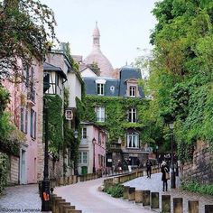 lace-and-cotton: Montmartre, Paris! one of my favorite places in the entire world