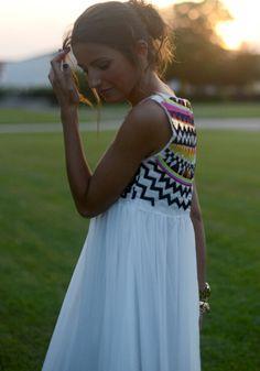 White Print Embroidery Pleated Round Neck Sleeveless Aztec Style Chiffon Dress - Maxi Dresses - Dresses