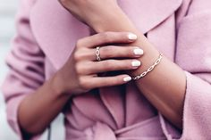 Nuestro look del día by Annabelle Fleur - muy femenino y elegante Perfecta combinación de los colores rosa y el gris...