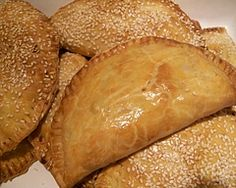 These cheesy vegetable pasties have a tasty filling of sweet potato and carrot which make toddlers particularly partial to them for an afternoon tea snack or as a light lunch. They& great for lunch boxes too whether you& big or small! Meat Recipes, Vegetarian Recipes, Snack Recipes, Cooking Recipes, What's Cooking, Cooking Ideas, Vegetable Pasties, Vegetable Dishes, Tea Snacks