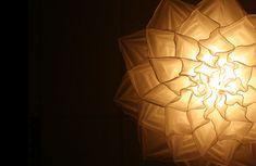 Estas hipnóticas lámparas en forma de flor danzan como medusas al florecer [Gifs + Vídeo]