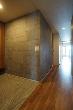 価格.com - 『アクセントクロス・エコカラットでより一層素敵な新築内装に』 玄関のリフォーム事例(11101)