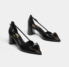 """53 Me gusta, 2 comentarios - Trendencias (@trendencias) en Instagram: """"Hasta nuestros zapatos se visten con amor por San Valentín. Un diseño de @uterqueofficial con…"""""""