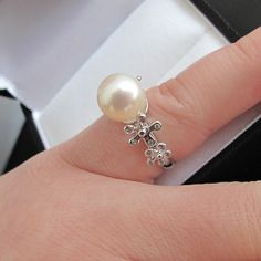 Whether you are looking for a vintage and unique pearl jewelry within your budget? Pearl Ring, Pearl Jewelry, Pearl Earrings, Wedding Things, Rocks, Jewels, Unique, Vintage, Pearl Studs