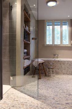 Grijs - Hout - Inloopdouche - Kiezelstenen - Handdoekenkast