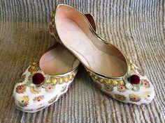 Women Shoes Khussa  Mojari Punjabi Jutti Designer Bridal Handmade Ballet juti #Handmade #TRADITIONALJUTTI