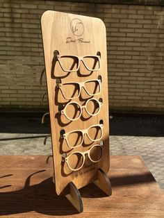 found this display interesting. Pop Display, Display Design, Store Design, Display Stands, Displays, Cnc Wood, Wooden Sunglasses, Pop Design, Laser Cut Wood