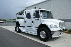 310 Custom Sport Chassis Toter Trucks Ideas In 2021 Trucks Freightliner Medium Duty Trucks