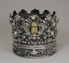 Torah Crown c.1740-1750 Italy Exceptional for its size and precious material, this Torah crown is a rare survival of 18th-century Italian silver and a testimony to the...