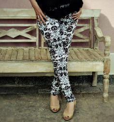 Elegância é o que define essa calça com flores estilizadas na estampa. #estilo #moda