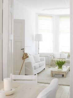 Some day I want have an all white house with an all white garden and a white picket fence. I love white